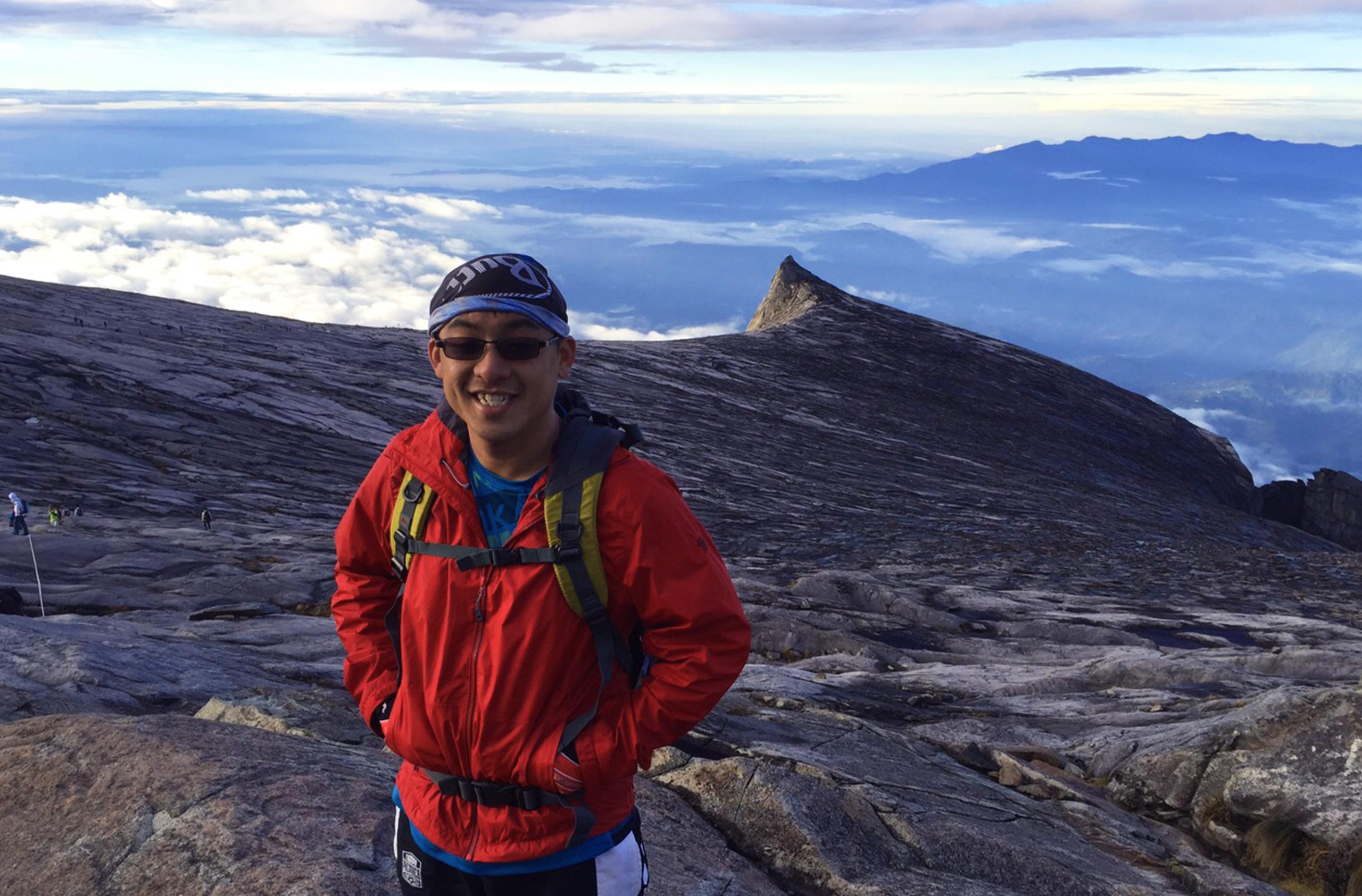 WanderingWally_Explore-KotaKinabalu Mount KK Peak Selfie